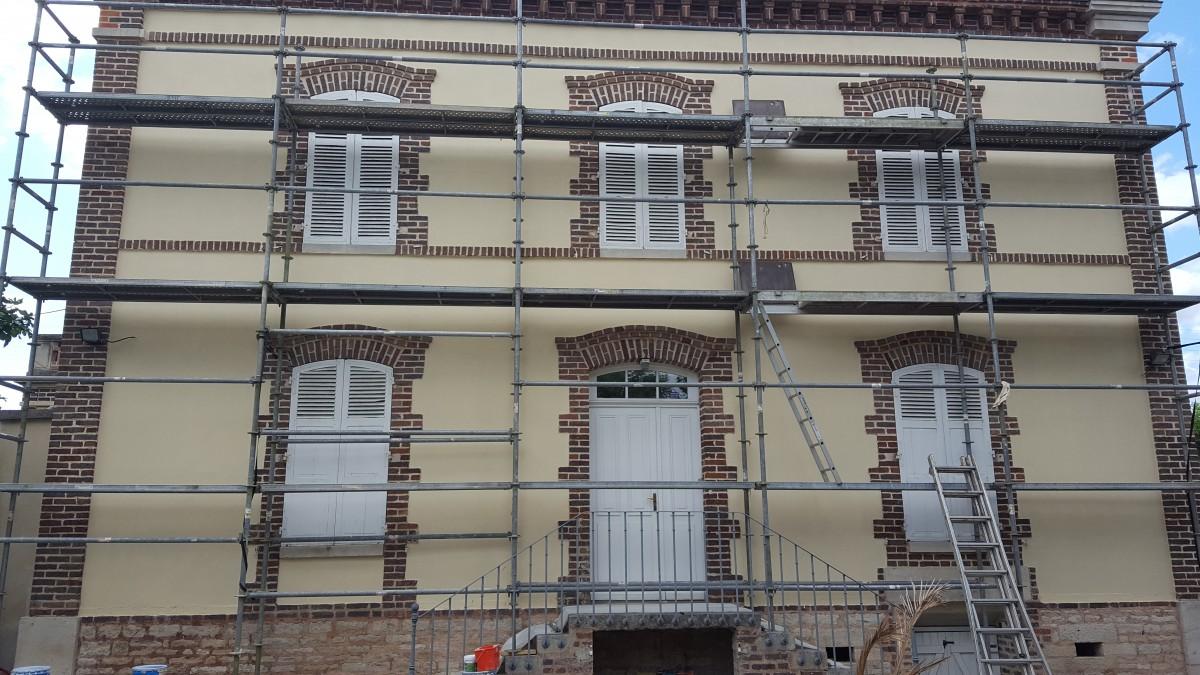 Rénovation façade MontMagny avec pose d'échaffaudage