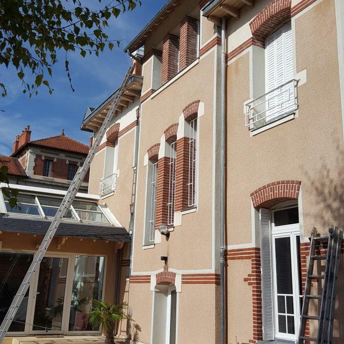 Remise en etat des cheminées de la maison , réfection des toits terrasses en goudron et réfection des joints de la terrasse au sol